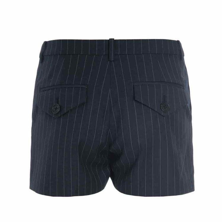 Shorts stribes